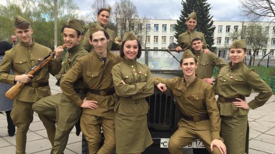 Танцы под военные песни